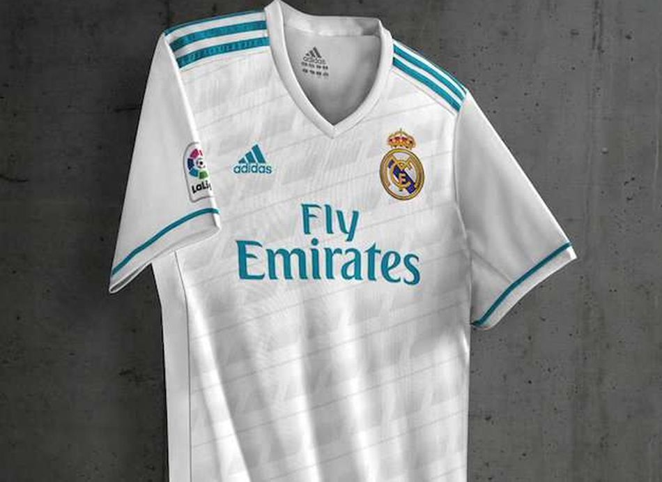 le maillot du real madrid 2017 18 fait d j pol mique maillots. Black Bedroom Furniture Sets. Home Design Ideas